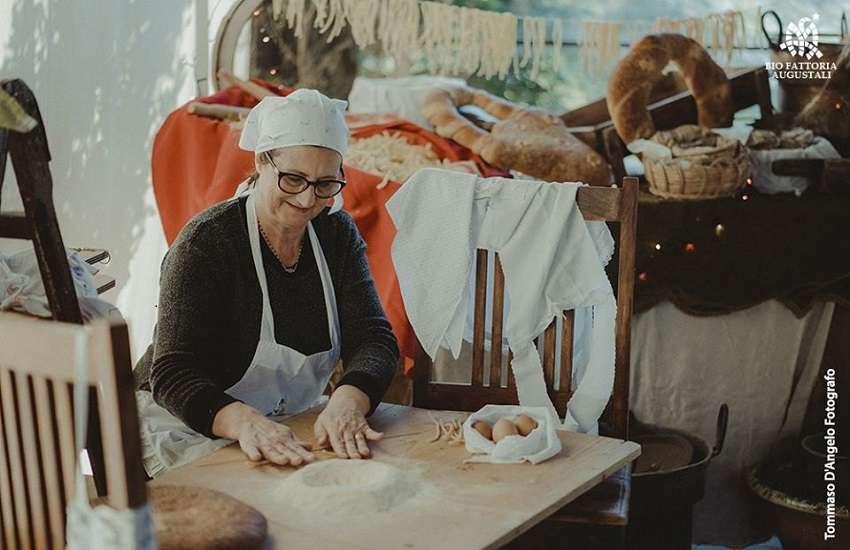Sicilia Alcamo grano mani in pasta