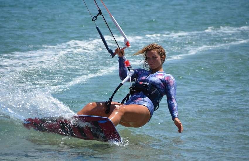 Kitesurf sicilia marsala ragazza e yoga